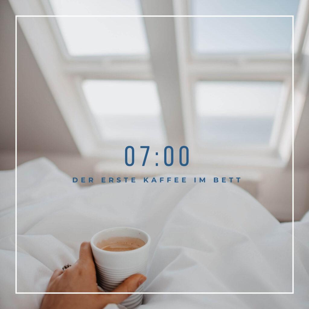 Kaffeetrinken im Bett